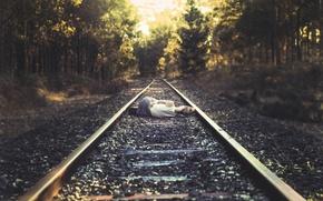 Картинка девушка, рельсы, шпалы, запоздалый?, где же поезд