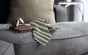 Картинка диван, очки, галстук, кошелёк