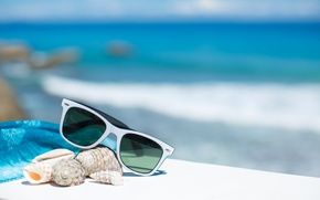 Картинка summer, beach, sea, sun, blue sky, glasses, vacation, shells, accessories