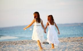 Картинка песок, море, пляж, лето, дети, фон, widescreen, обои, настроения, девочки, платье, девочка, wallpaper, сестры, широкоформатные, …