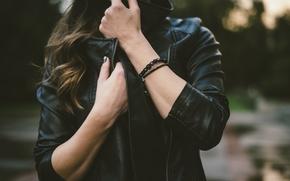 Картинка черный, руки, куртка, браслеты, кожанка