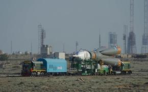 Картинка корабль, поезд, ракета, космический, Байконур, Союз, доставка, TMA-13M