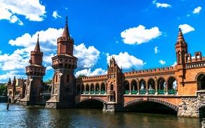 Обои Берлин, башни, мост, архитектура, Германия, небо, река, облака, дизайн