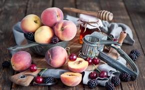 Картинка вишня, ягоды, персики, ежевика