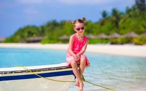 Картинка море, пляж, лето, берег, лодка, ребенок, очки, девочка, Coast, Boats, Little girls