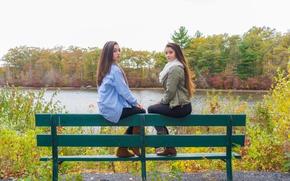 Обои взгляд, скамейка, девушки, лица, сидят