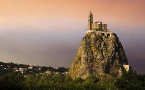 Обои лес, скала, замок, вершина, крепость, посёлок