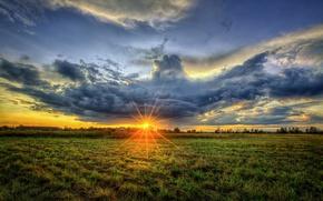 Обои солнце, небо, поле, облака