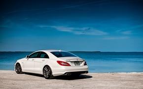Картинка белый, небо, вода, берег, Mercedes-Benz, Мерседес, вид сзади, AMG, CLS63, АМГ, ЦЛС63