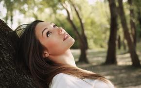 Картинка взгляд, девушка, природа, лицо, фон, дерево, обои, настроения, макияж