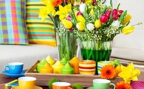 Картинка цветы, стол, подушки, свечи, colorful, чашки, тюльпаны, разноцветные, сервировка, салфетки, arrangement
