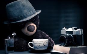 Картинка fantasy, bear, hat, photographer, camera, blue background, coffee, teddy bear, cappuccino, table, books, location, thoughtful, …
