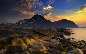 Картинка 2560x1440, rocks, snow, горы, краски, берег, stones, море, sunset, colors, вода, океан, sky, облака, пейзаж, ...