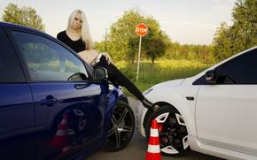 Картинка зелень, взгляд, девушка, знак, Ford, Девушки, блондинка, автомобили