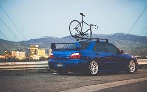 Картинка дорога, машина, авто, горы, велосипед, стена, дома, subaru, синяя, wrx, impreza, субару, спортивный, импреза