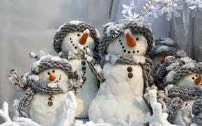 Картинка зима, новый год, снеговики, серые, улыбчивые, весёлые, White snowmans, шарфики