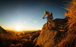 Картинка природа, холмы, мужчина, велосипедист, горный байк