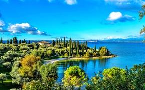 Обои Италия, дорога, деревья, берег, Gardasee, озеро, дом, солнце, небо, облака
