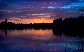 Картинка лес, лето, небо, облака, деревья, закат, природа, берег, вечер, Река