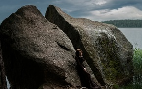 Картинка девушка, озеро, камушек, Tatiana Mercalova