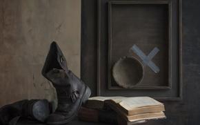 Картинка стол, сапоги, тарелка, книга, ваза