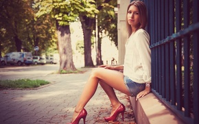 Картинка Girl, Model, Street, Heels, Hair, Sitting, Photoshoot, Olivia