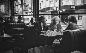 Обои люди, улица, окна, коктейль, ресторан, быт, городской