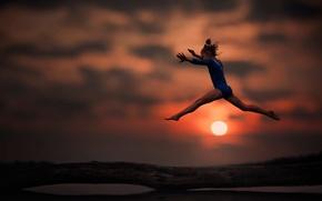 Картинка гимнастика, девочка, упражнения на бревне