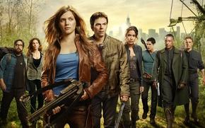 Картинка serie tv, city, army, girl, sword, militia, evil, machete, gun, weapon, pistol, arrow, big wheel, ...