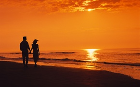 Картинка море, пляж, закат, вечер, двое, beach, силуэты, sunset, couple, walking