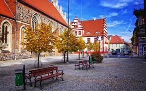Обои дома, скамья, деревья, мостовая, площадь, осень, Польша, небо, Любско