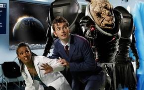 Картинка космос, земля, планета, окно, инопланетянин, костюм, пришелец, больница, носорог, медсестра, Doctor Who, халат, Доктор Кто, …