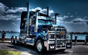 Картинка вода, люди, набережная, сша, usa, truck, тягач, американский тягач, western star