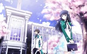Картинка небо, девушка, облака, деревья, улыбка, пистолет, лепестки, парень, портфель, двое, школьная форма, anime, art, mahouka …