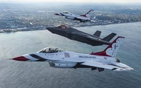 Обои море, полет, город, истребители, F-16, Thunderbird, F-35A