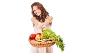Обои петрушка, перец, красный, овощи, улыбка, шатенка, капуста, прическа, белый фон, фрукты, девушка, настроение, корзина, яблоки, ...