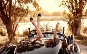 Картинка девушка, ретро, ноги, купе, стильный, ретрокар, олдтаймер