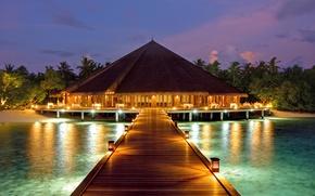Картинка пальмы, океан, вечер, причал, курорт, бунгало
