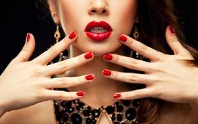 Картинка девушка, лицо, ожерелье, руки, макияж, маникюр