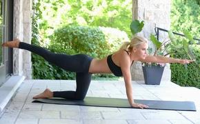 Обои поза, фигура, блондинка, стройная, черные, гимнастика, девушка, коврик, йога, леггинсы