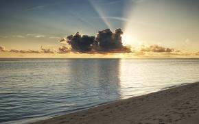 Картинка лучи, берег, Мальдивы, пляж, море, вода, океан, солнце, облака, закат