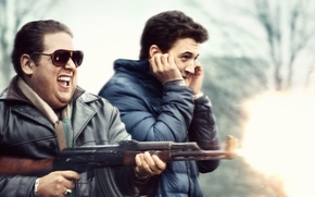 Картинка cinema, fire, flame, gun, happy, blizzard, weapon, snow, man, actors, movie, AK-47, fun, film, rifle, …