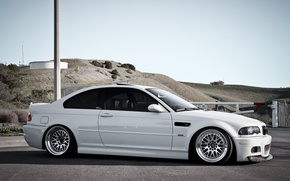 Обои E46, холмы, белый, столб, BMW, бмв, white