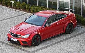 Картинка красный, купе, парковка, Mercedes, спойлер, мерседес, AMG, Mercedes Benz C 63 AMG Coupe Black Series