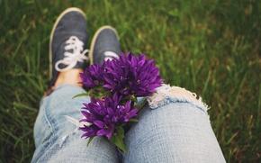 Картинка цветы, кеды, джинсы