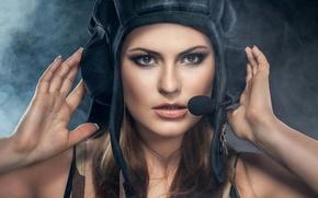 Картинка взгляд, девушка, стиль, цель, устройство, girl, красивая, military, style, военный, танкист, wallpaper., шлемофон, beautiful background, ...