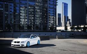 Обои белый, город, бмв, BMW, white, небоскрёбы, мегаполис, E92, бетонные блоки, IND