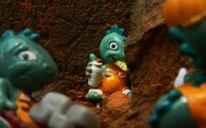 Картинка детство, игрушка, стройка, бутылка, тачка, сюрприз, обедает, динозаврики, киндер