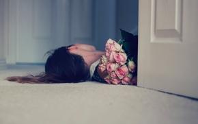 Обои девушка, розы, букет