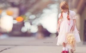 Картинка улица, кукла, девочка